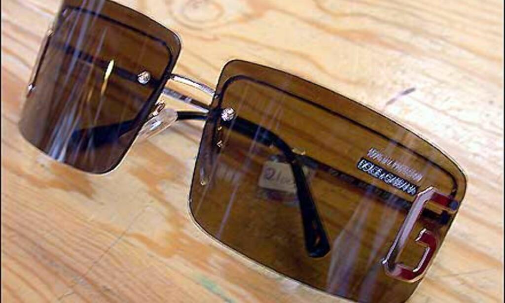 Store, brune og firkantede med tydelig logomarkering på brillenes ytterkanter. D for Dolce på en side, og G for Gabbana på den andre.  Butikk: Victoria Synssenter