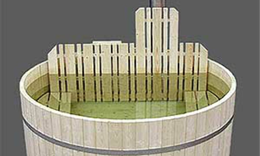 Enda en badestamp i ferdigkvalitet, fra Badestampen.no. Priser fra 21.490 kroner for en i gran med plass til 6-7 personer. Cirka en måneds leveringstid, frakt på 1.000 kroner kommer i tillegg (1.500 til mindre steder i landet.)    - Vi anbefaler å kjøpe ferdigbygde stamper. Hver dag snakker vi med mennesker som har kjøpt byggesett, og som ikke får dem til å bli tette, sier Føym Thuv, daglig leder i firmaet som selger Badestampen.    Foto: Badestampen.no Foto: Badestampen.no