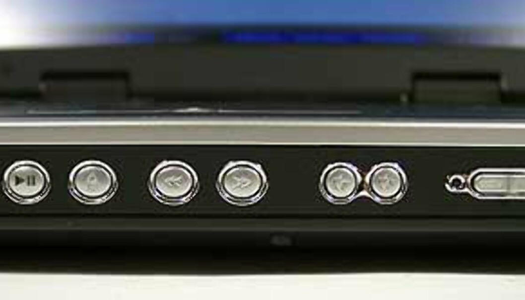 I fronten finner du knapper for å styre CD/mediaavspilling, samt volumkontroll.