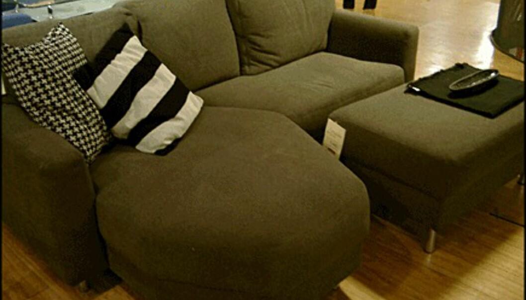 <center>Sofaen Free fra Skeidar koster 7.490 kroner. Skammelen til høyre koster 1.690 kroner.