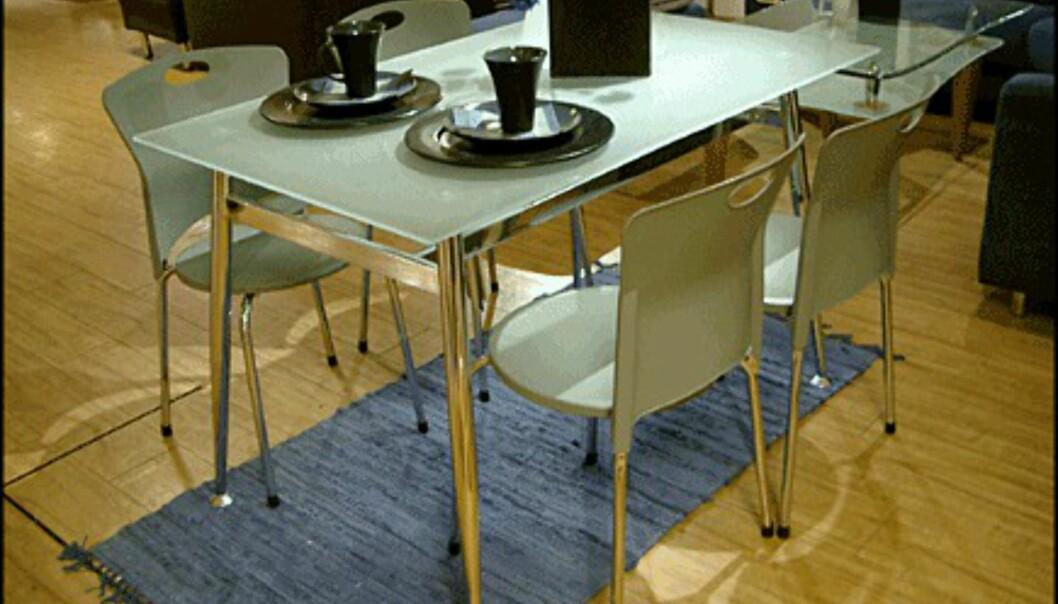 <center>Spisebordet Mona koster bare 1.995 kroner - inkludert de fire stolene (Skeidar).