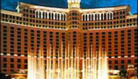 36 mål, 1200 individuelle vannstråler, 75 meter høye vannsøyler. En av verdens største fontener finner vi i Las Vegas.