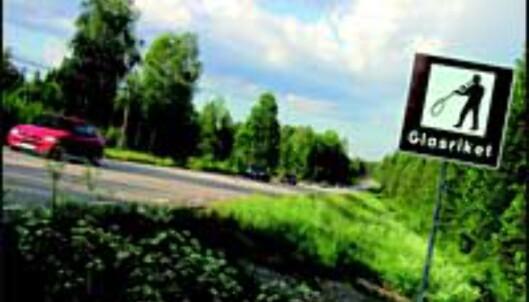 En glassblåser markerer inngangen til Glasriket.<br /> <I>Foto: Glasriket</I>