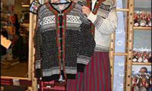 Kristin Oppsahl Alvarez, fager, norsk møy, som selger lusekofter på Oslo Sweather Shop i Oslo. Foto: Inga Ragnhild Holst