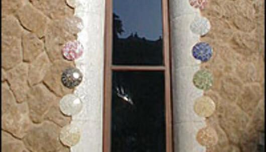 DROPS? Katalanske Antoni Gaudí lekte med mosaikkornamentikk. Enkelte kritikere kalte det kitch.<br /> <I>Foto: Inga Ragnhild Holst</I>