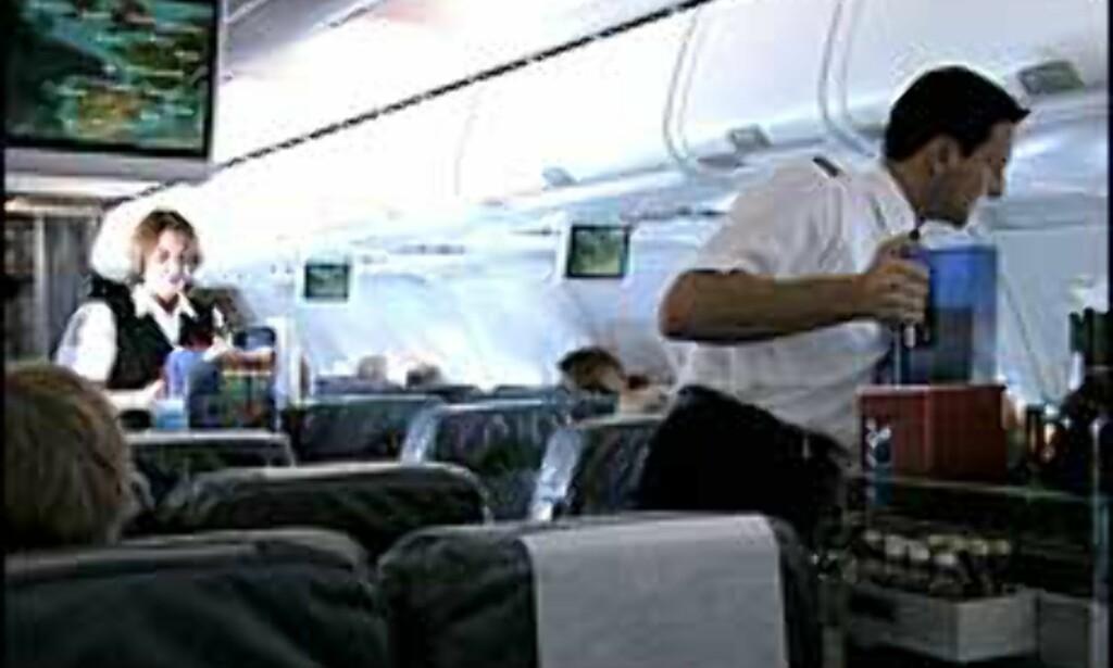 Både passasjerer og flyansatte klager på dårlig luftkvalitet ombord på flyene.