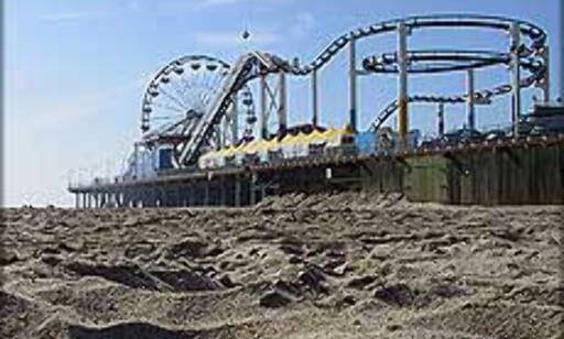 Karuseller, berg- og dalbaner og pariserhjul på Santa Monica Pier. Foto: Brlf