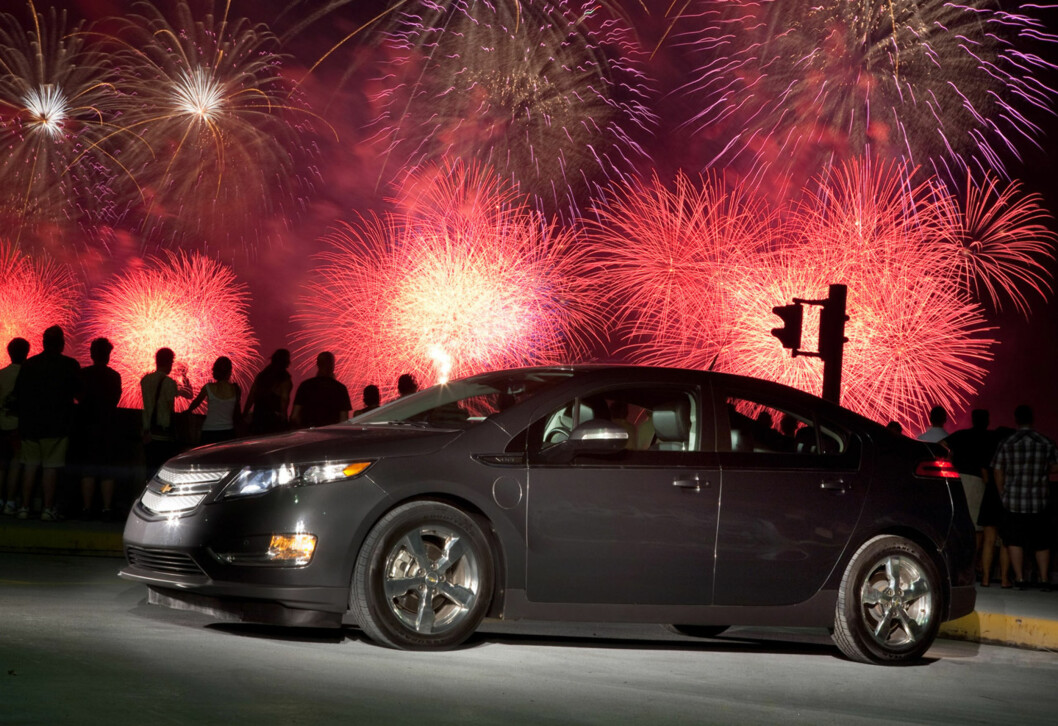The Chevrolet Volt Freedom Drive across the country concludes at Pier 92 during the annual Macys Independence Day fireworks display over the Hudson River in New York, Sunday, July 4, 2010. The Freedom Drive began four days and 1.776 miles ago in Austin, Texas where Chevrolet announced New York, New Jersey, Connecticut and Texas would join Michigan, California and Washington, D.C. as launch sites for the Volt later this year. (Photo by Emile Wamsteker for Chevrolet) Foto: Chevrolet