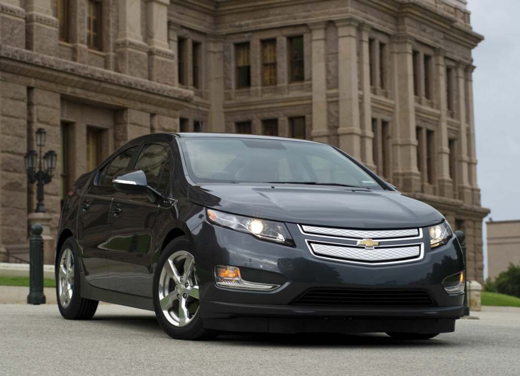 Chevrolet announces Thursday, July 1, 2010 it is adding Texas, New York, New Jersey, and Connecticut to the launch markets for the Volt electric vehicle. The retail launch in Texas and New York will begin with Austin and New York City in late 2010. The balance of Texas and New York, as well as New Jersey and Connecticut, are scheduled to begin receiving Volts in early 2011. The Chevrolet Volt (pictured here) in front of the Texas State Capital in Austiin, Texas Wednesday, June 30, 2010.  (Photo by Steven Noreyko for Chevrolet) Foto: Chevrolet