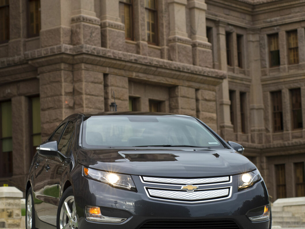 Chevrolet announces Thursday, July 1, 2010 it is adding Texas, New York, New Jersey, and Connecticut to the launch markets for the Volt electric vehicle. The retail launch in Texas and New York will begin with Austin and New York City in late 2010. The balance of Texas and New York, as well as New Jersey and Connecticut, are scheduled to begin receiving Volts in early 2011. The Chevrolet Volt (pictured here) in front of the Texas State Capital in Austiin, Texas Wednesday, June 30, 2010.  (Photo by Steven Noreyko for Chevrolet) Foto: Steven Noreyko for Chevrolet