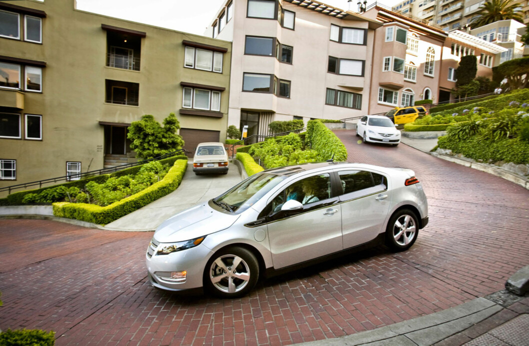 A pre-production Chevrolet Volt navigates the steep climbs of the San Francisco Bay area while on an engineering development drive Saturday, April 25, 2010 in San Francisco, California The Volt will be available in California during the last quarter of 2010. (Photo by Martin Klimek for Chevrolet) Foto: Chevrolet