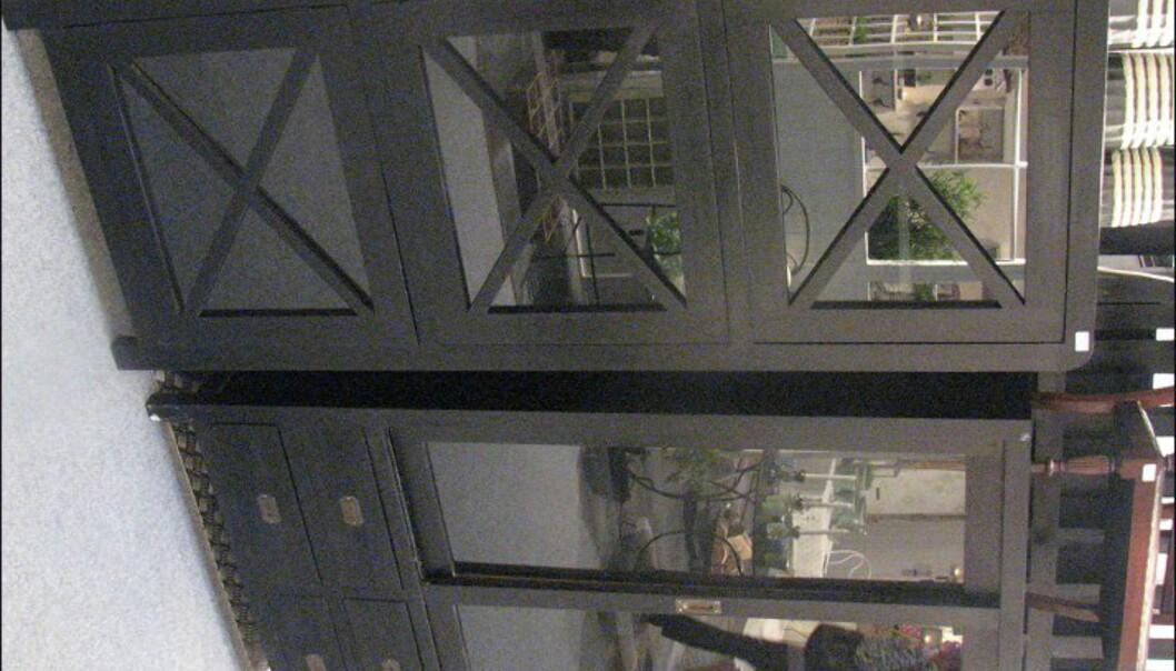 Flere svarte møbler fra Henrik Steen.