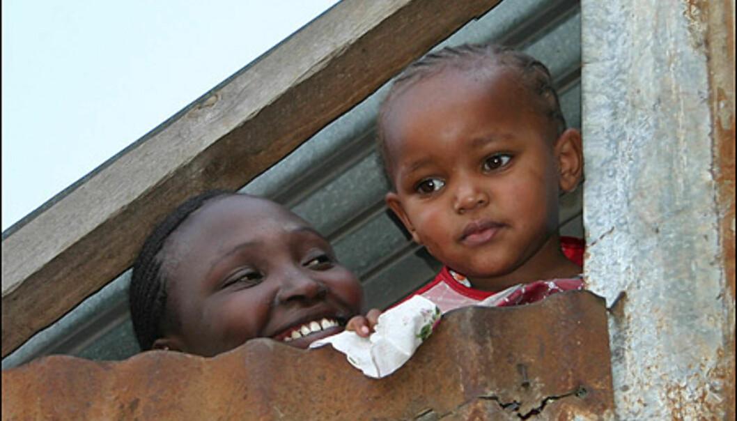 Tusenvis av mennesker lever under disse forholdene. Det som overrasker mest, er hvor løst smilene sitter.