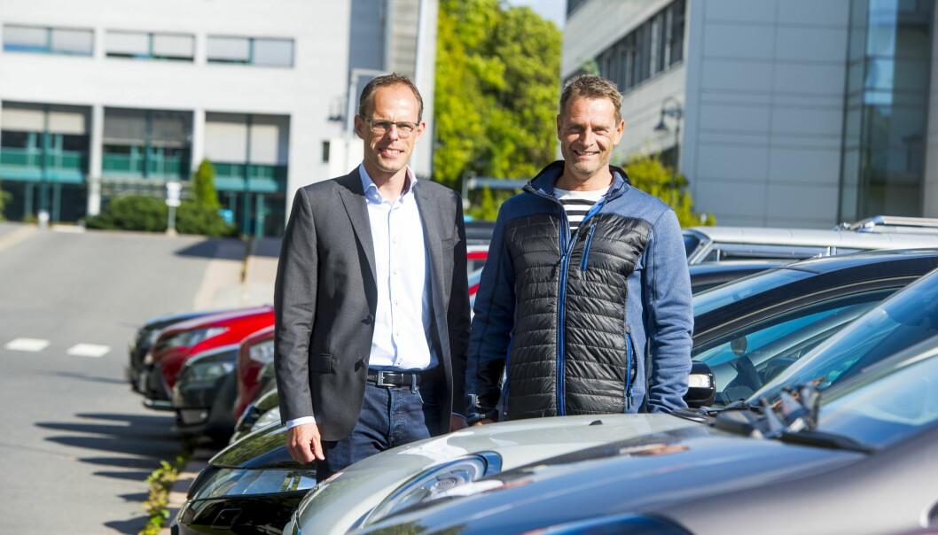 <strong>SAVNER BEDRE TEKNOLOGI:</strong> Bo Vig Jensen i Kia Bil Norge/Bertel O. Steen (til venstre) og Jo Øystein Nyhus i Volvo Norge mener DAB-teknologien ennå har et stykke å gå. Foto: Arne V. Hoem / Dagbladet
