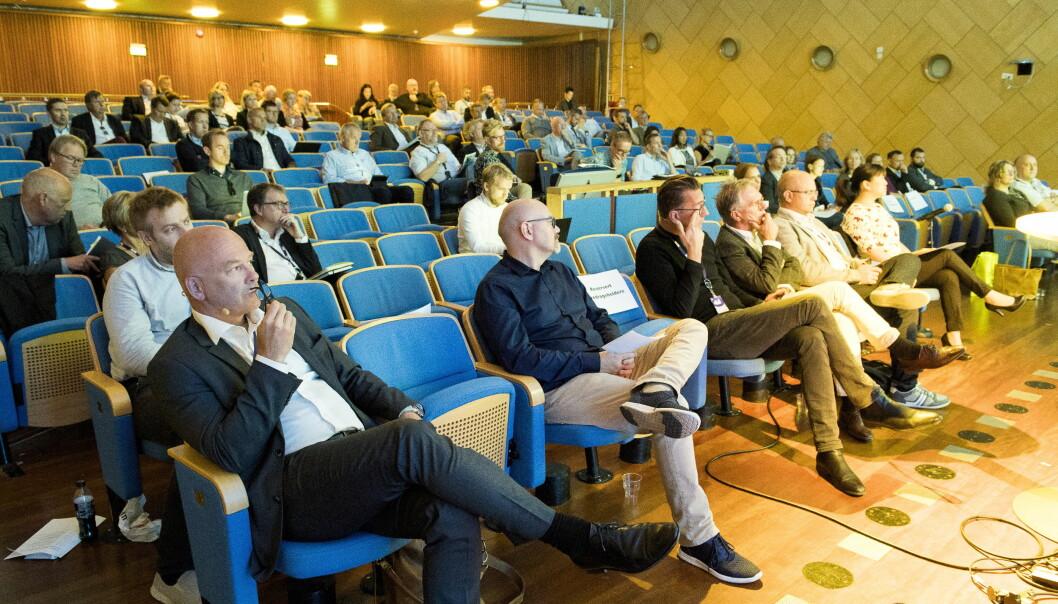 DIGITAL SAMLING: NRKs kringkastingsjef Thor Gjermund Eriksen (til venstre) i Store Studio under radiomøtet i går. Foto: Arne V. Hoem / Dagbladet
