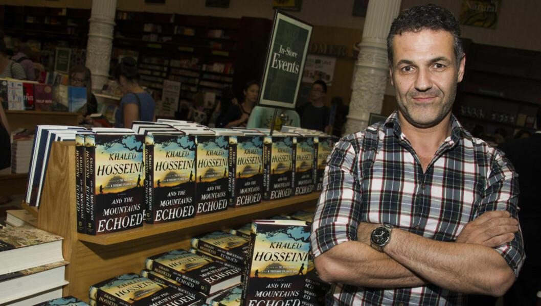 <strong>BESTE HITTIL:</strong> Bestselgerforfatter Khaled Hosseini, her fotografert under en boksignering for sin nye bok i New York. Foto: NTB SCANPIC / Charles Sykes/Invision/AP
