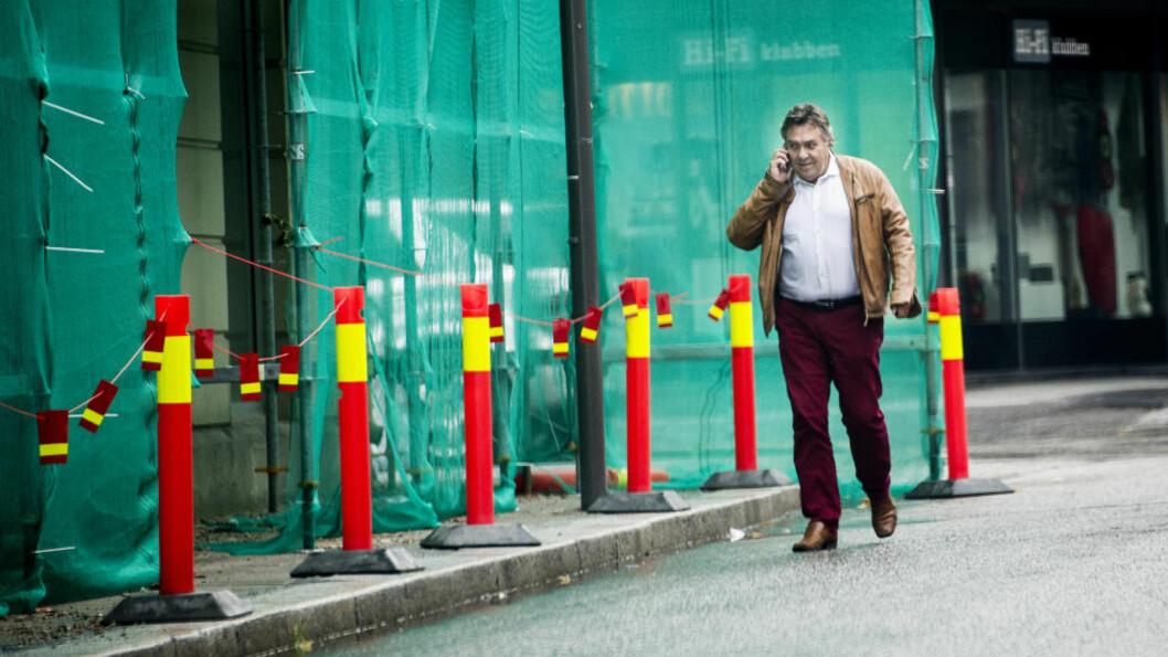 PROBLEMENE TÅRNER SEG OPP: Towah-toppen Tor Anders Petterøe (59) på vei inn i konkursboet til Towah Norge AS i Agentgaten i Fredrikstad.   Foto: John T. Pedersen / Dagbladet