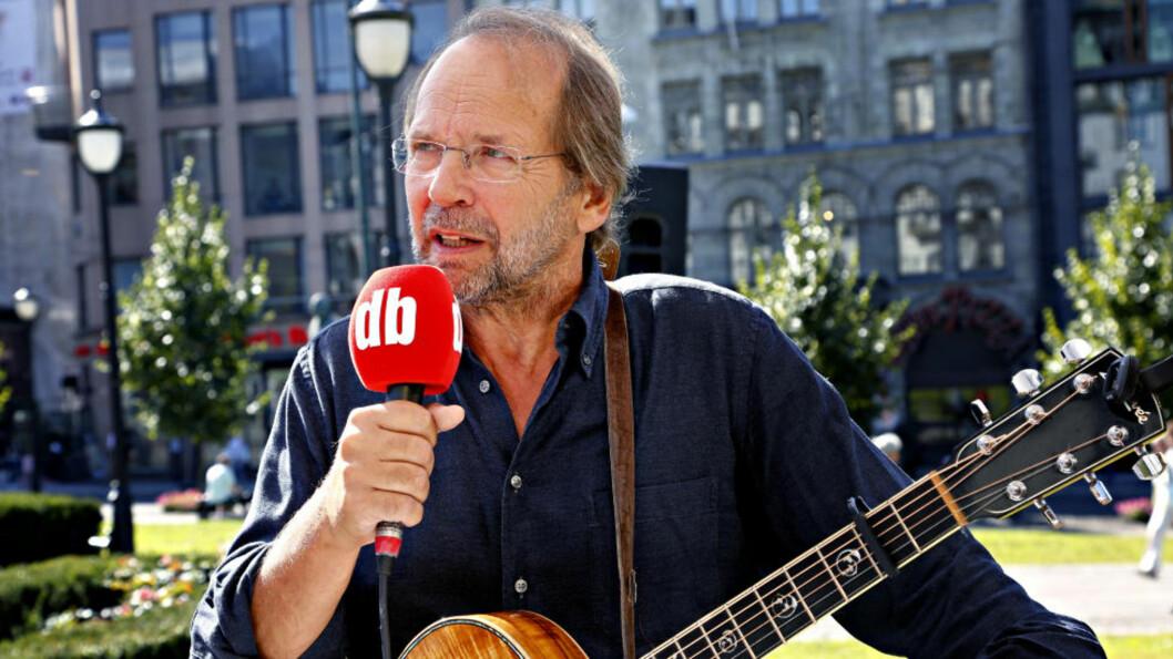 KRITISK: Ole Paus og Jens Stoltenberg møttes i Dagbladets valgbod i går. Foto: JACQUES HVISTENDAHL