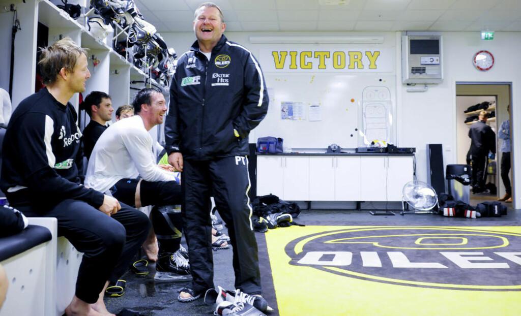 GOD STEMNING: Stavanger Oilers har gjennomført en bunnsolid oppkjøring. Nå gleder trener Petter Thoresen, lagkaptein Snorre Hallem (t.v.) og Patrik Bäärnhielm (i midten) seg til å komme i gang med alvoret. Alle foto: Lars Kristian Aalgaard.