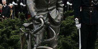 image: Forhjulet til sykkelstatuen av «Kjakan» er stjålet