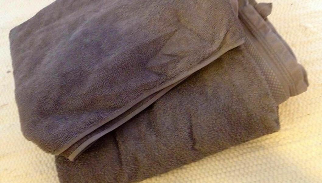 <strong>IKKE SOM PÅ HOTELL:</strong> Sliter du med håndklær som eksfolierer deg etter at du har vært i dusjen? Da må du prøve dette trikset. Foto: Trine Jensen