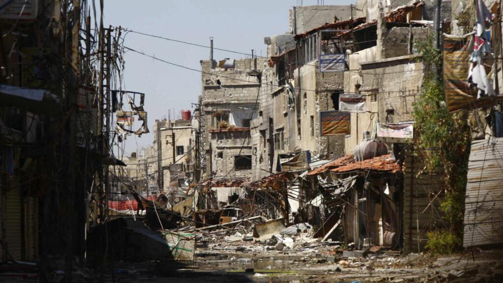 KAMPER: Dette bildet er tatt etter harde kamper nær Sayeda Zainab i Damascus på mandag. Foto: REUTERS/ Alaa Al-Marjani/NTBScanpix
