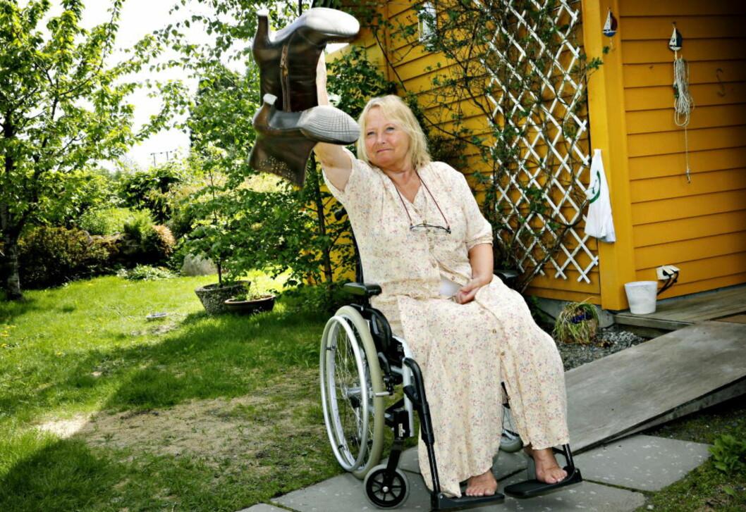 INVALID ETTER OPERASJON: Mai Sandvin (61) fikk helsa ødelagt under en operasjon i nakken. Hun kom inn på sykehuset i høye hæler og ble sendt ut derfra i ambulanse. Foto: Jacques Hvistendahl / Dagbladet