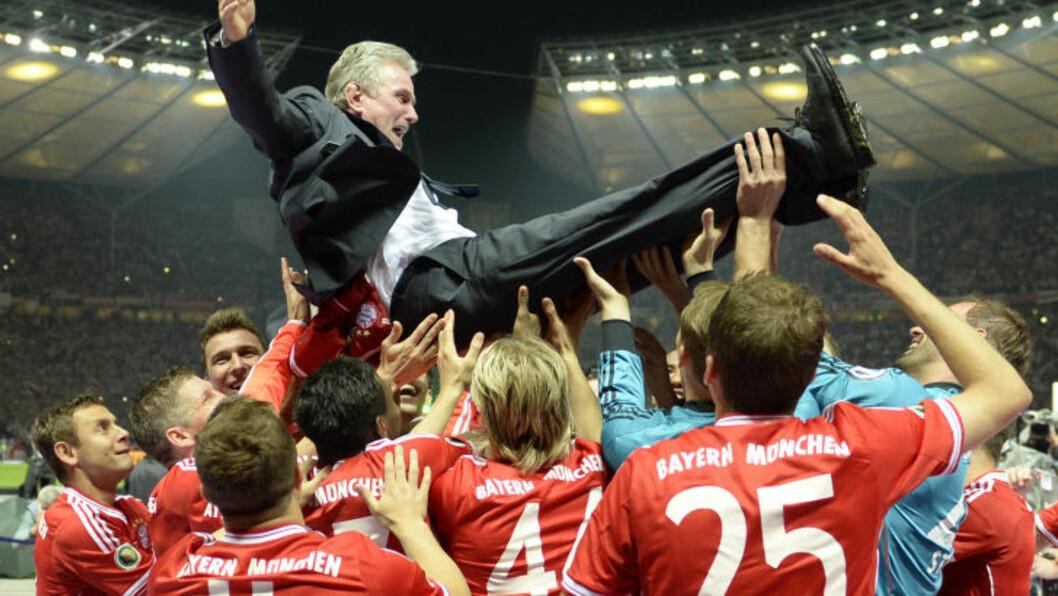 <strong>HEDRET MANAGEREN:</strong> Jupp Heynckes ledet sin siste kamp som Bayern München-manager. Foto: AFP PHOTO / CHRISTOF STACHE / NTB Scanpix