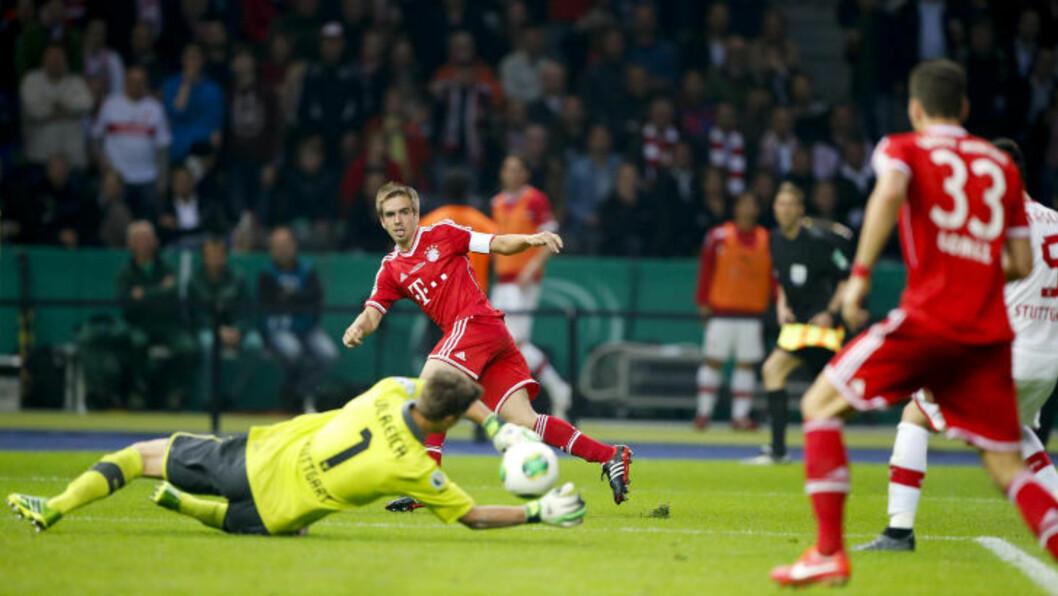 <strong>2-0:</strong> Philipp Lahm finner Mario Gomez som enkelt setter inn scoringen. Foto: REUTERS/Tobias Schwarz/NTB Scanpix
