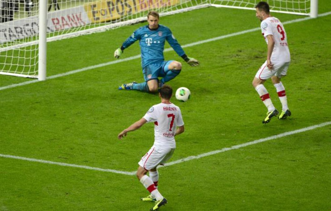 <strong>3-2:</strong>Martin Harnik hamrer en retur i mål. Foto: AFP PHOTO / JOHN MACDOUGALL / NTB Scanpix