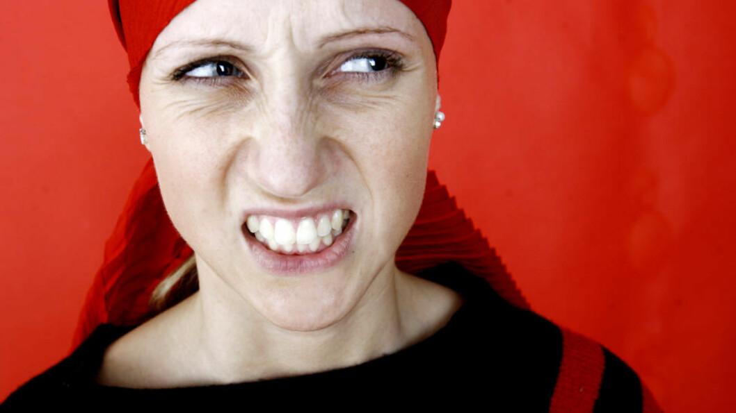 GRIMASER: I framtida kan grimaser som å rynke på nesen og vise tennene være det som skal til for å logge deg på tekniske duppeditter. Illustrasjonsfoto: Sara Johannessen / SCANPIX
