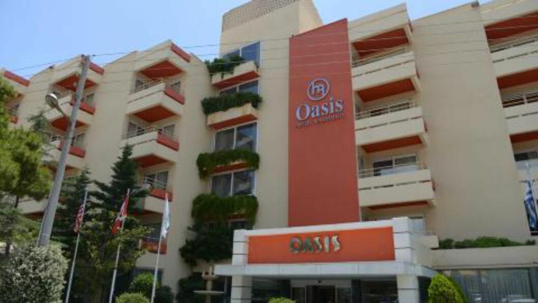 <strong> BODDE HER FIRE DØGN:</strong>  Monica Barstad og hennes kollega/venninne bodde her på Oasis Hotel i bydelen Glyfada 26. - 30. mai. Foto: Andreas Markakis.