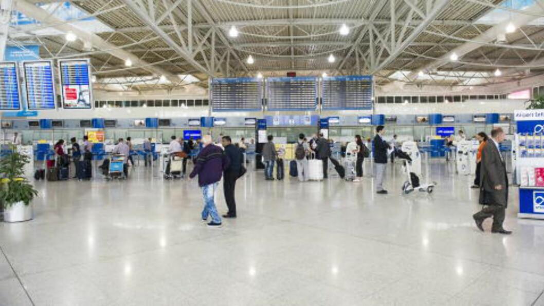 FRA 07 til 19 FREDAG 7. JUNI:  Her på flyplassen i Aten er Monica Barstad observert en rekke ganger i løpet av minst 14 timer den siste dagen det er sikre spor etter henne. FOTO: JOHN TERJE PEDERSEN/DAGBLADET.