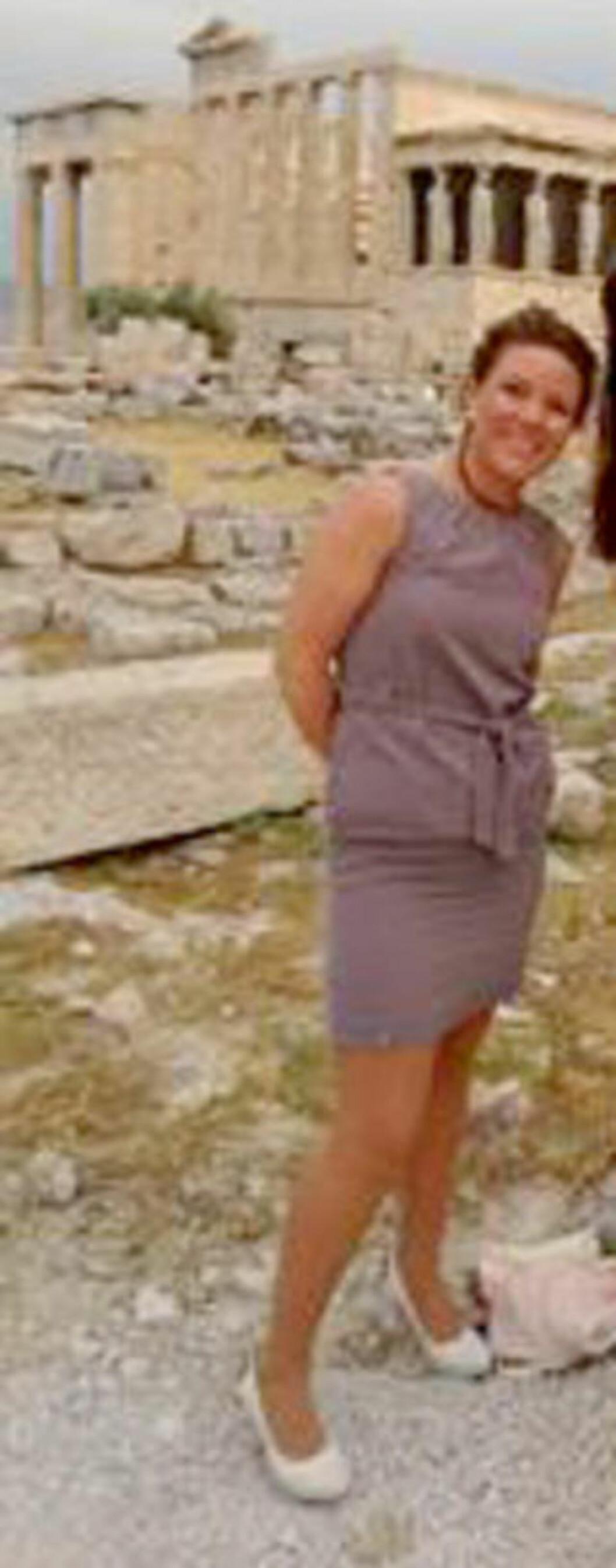 <strong> AKROPOLIS:</strong>  Monica Barstad på historisk grunn i Aten 28. mai. Foto: Privat.