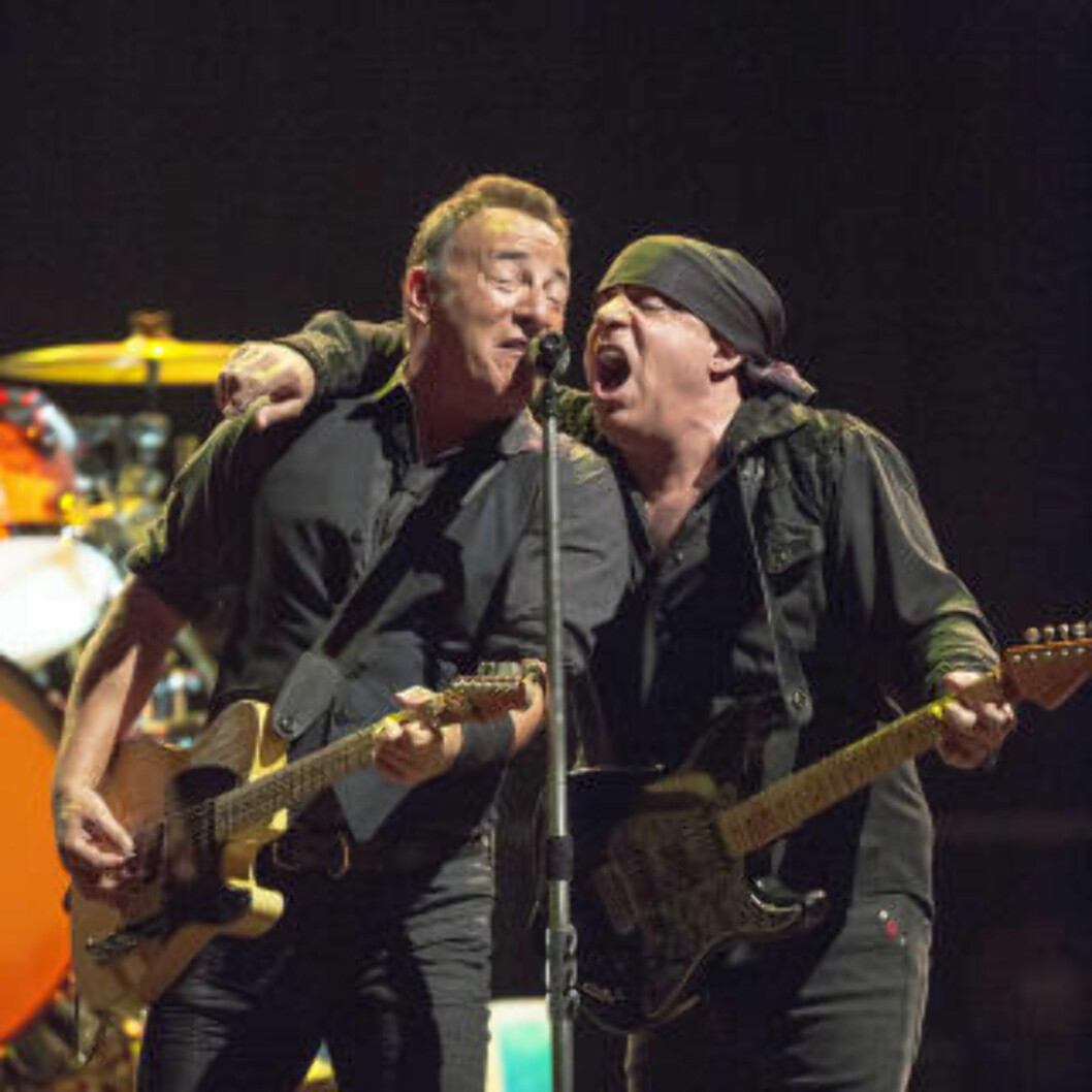 <strong>KOMPISER:</strong> Bruce Springsteen med E-street band sist Telenor arena. Samspillet mellom de gamle kompisene - og energiske musikerne- er fantastisk.  Foto: Lars Eivind Bones / Dagbladet