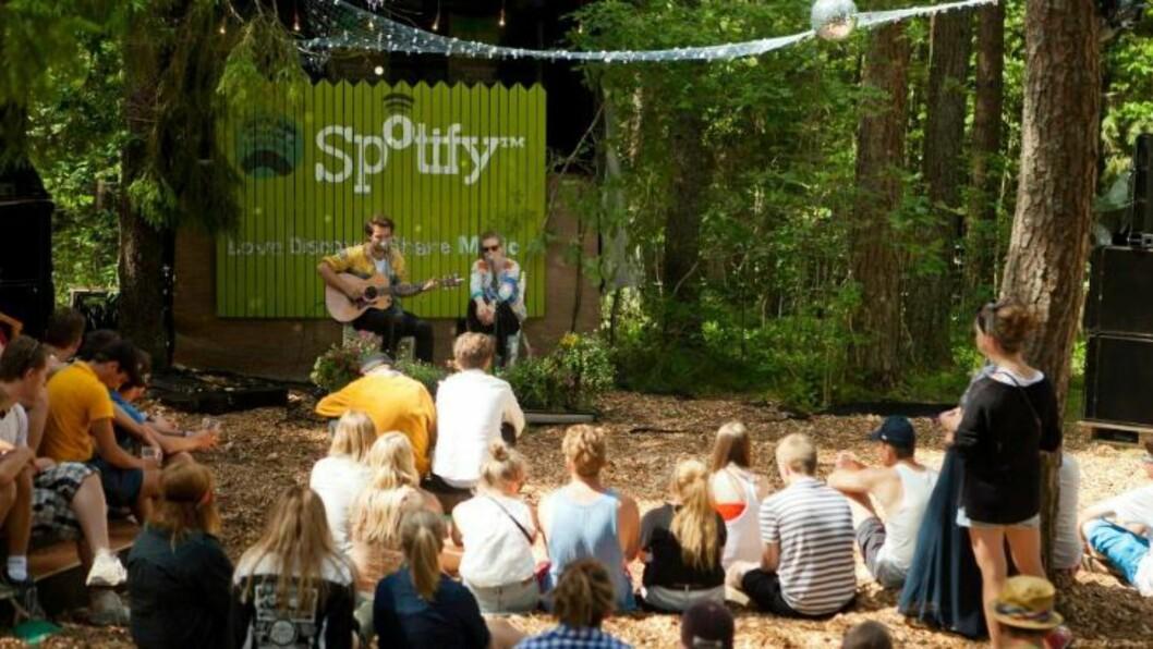 <strong>Også i fjor:</strong> Under fjorårets festival var det Emeli Sandé, Ed Sheeran, Lemâitre og Mikhael Paskalev som gjorde uannonserte, akustiske opptredener. Bildet er fra sistnevntes konsert. Foto: Spotify