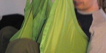 image: Kl 04: Vekkes av politiet Seks timer senere legges handikappede Rabih på flyet til Beirut