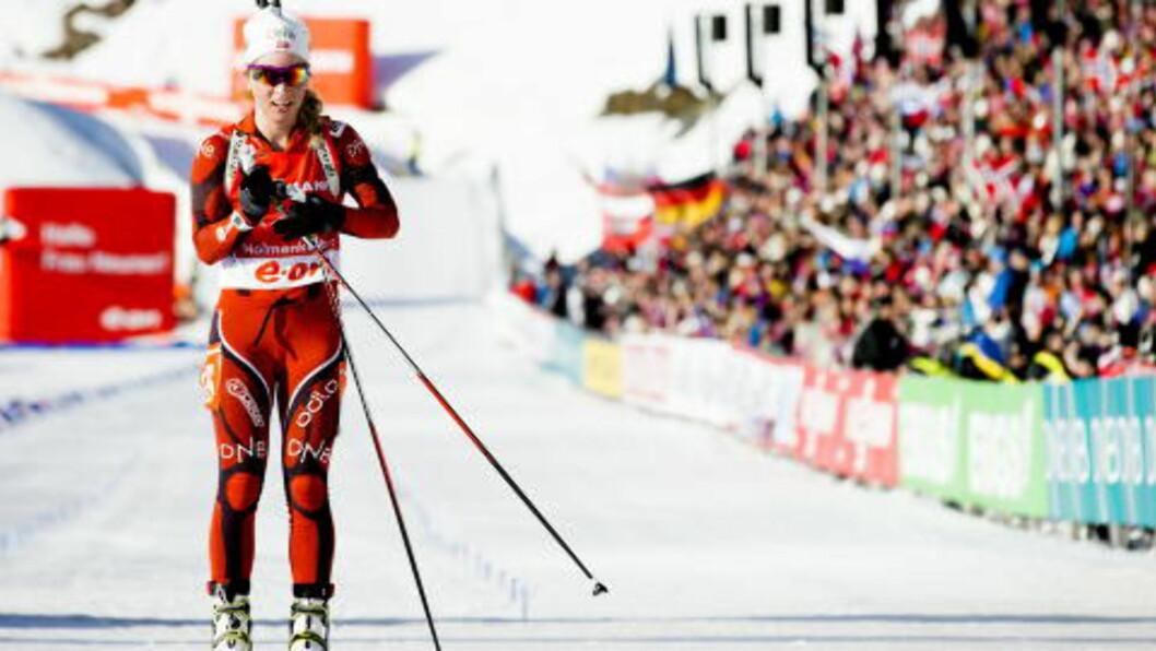 <strong>NY REKORD:</strong> Tiril Eckhoff går i mål til 6. plass og karrierebeste under kvinnenes jaktstart verdenscuprenn i skyting i Holmenkollen lørdag ettermiddag. Foto: STIAN LYSBERG SOLUM / NTB scanpix.