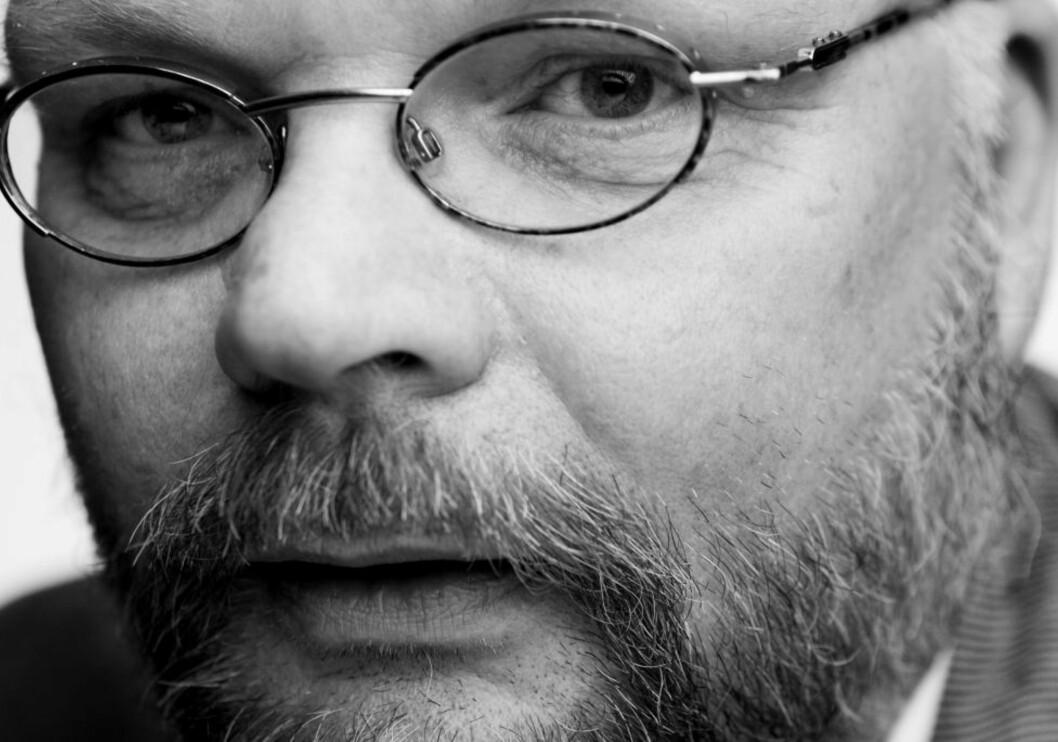 <strong>NOSTALGIKRIM:</strong> Historiker Bernt Rougthvedt er aktuell med kriminalromanen «Tårn». Foto: FREDRIK ARFF