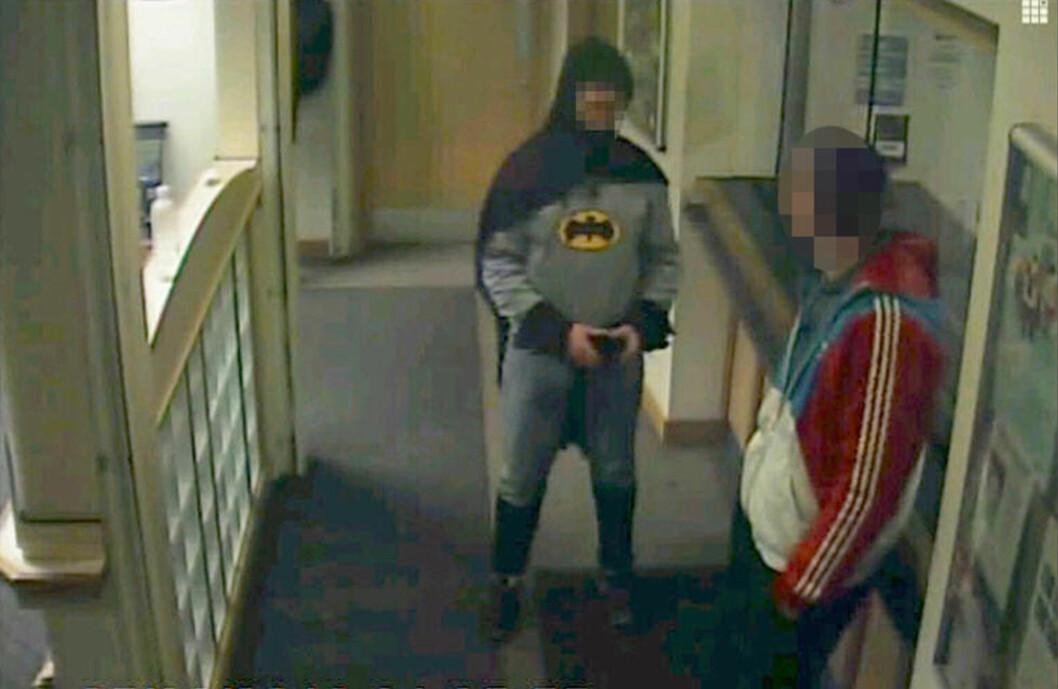 <strong>VIGILANTE:</strong> En mann utkledd som tegneseriekarakteren Batman overleverte en etterlyst mann til politiet i Bradford 25. februar i år. Foto:  REUTERS / West Yorkshire Police / NTB scanpix