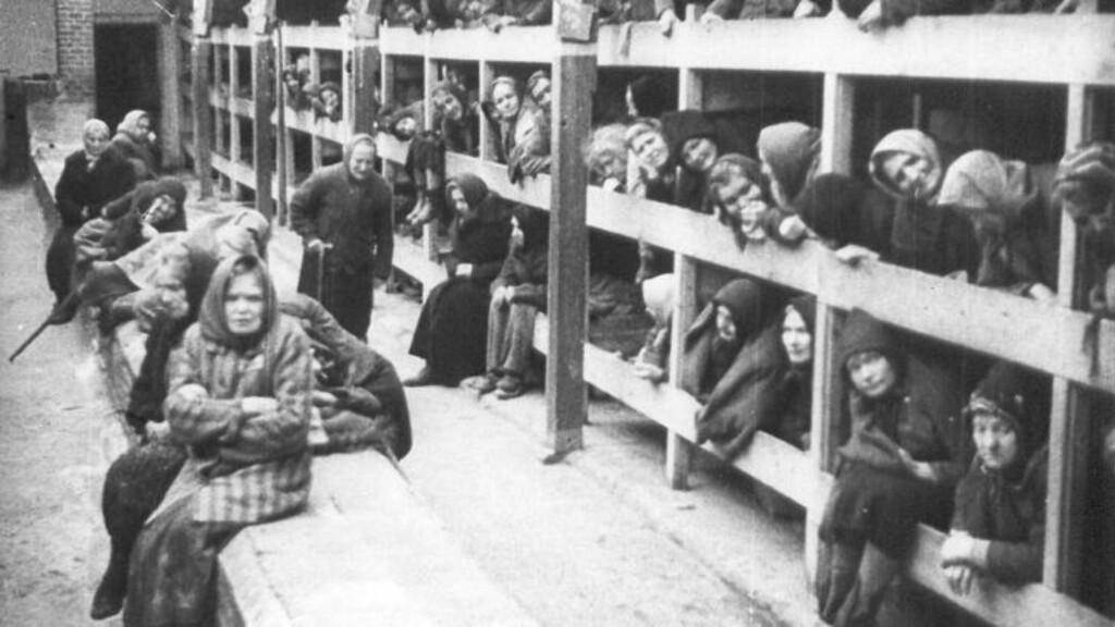 OVERLEVDE: Disse kvinnene kom fra oppholdet på Auschwitz med livet i behold. Om lag 20 millioner mennesker gjorde ikke det, viser ny forskning. Foto: Reuters / Ho-Auswhwitz Museum / Scanpix