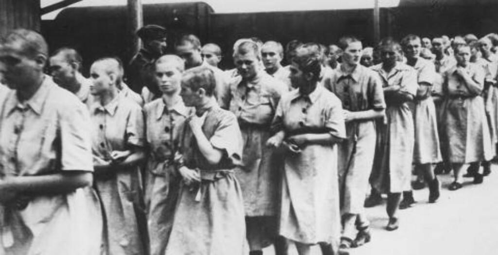 TVUNGET TIL ARBEID: Bildet tatt i 1944 viser kvinner som ble tvunget til arbeid i Auschwitz-Birkenau-leiren. Foto: Yad Vashem Archives / Scanpix