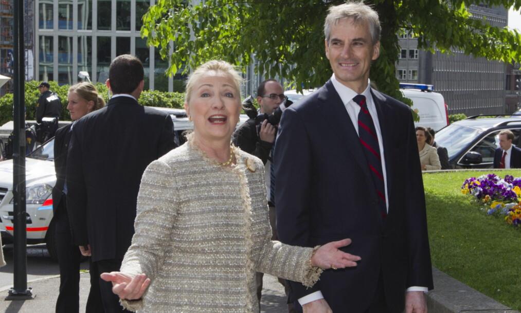 TOPPMØTE: Jonas Gahr Støre var utenriksminister både da Norge begynte å støtte Clinton-stiftelsen i 2007 og da de i 2010 revurderte støtten etter at Hillary Clinton var blitt utenriksminister. Her er Clinton på besøk i Norge i 2012.. Foto: Berit Roald / NTB Scanpix