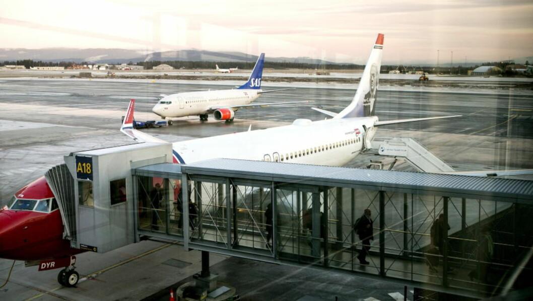 <strong>HAR PROBLEMER:</strong> På grunn av at SAS og Norwegian ikke har oppdatert flyenes programvare i tide, må de to selskapenes landinger og avganger dirigeres manuelt. Det skaper betydelige problemer. Foto: GORM KALLESTAD / NTB SCANPIX