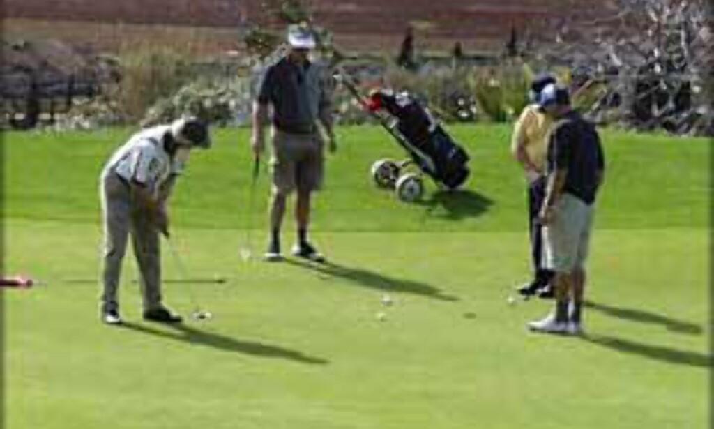 Tett konkurranse ved hull 18 på Canyamel Golfclub.