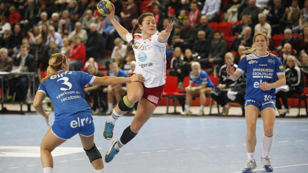 NY KONTRAKT: Thea Mørk har skrevet ny treårskontrakt med Larvik. Foto: Trond Reidar Teigen / NTB scanpix