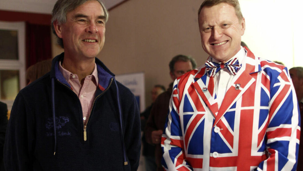 <strong>GLADE I STORBRITANNIA:</strong> Guvernør Nigel Haywood og innbygger Andrew Brown Lee var nok ikke blant de tre som stemte nei. Foto: REUTERS / Marcos Brindicci / NTB scanpix