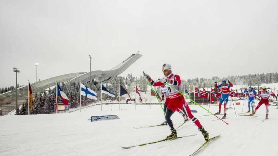 <strong> ANDREPLASS:</strong> Martin Johnsrud Sundby hadde et håp om å vinne femmila, men det holdt ikke helt inn. Likevel ble det Røa-løperen som sikret de norske fargene på pallen. Foto: Stian Lysberg Solum / NTB scanpix