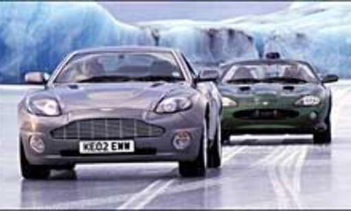 Fra filmingen på Island. Bond kjører den fremste bilen.