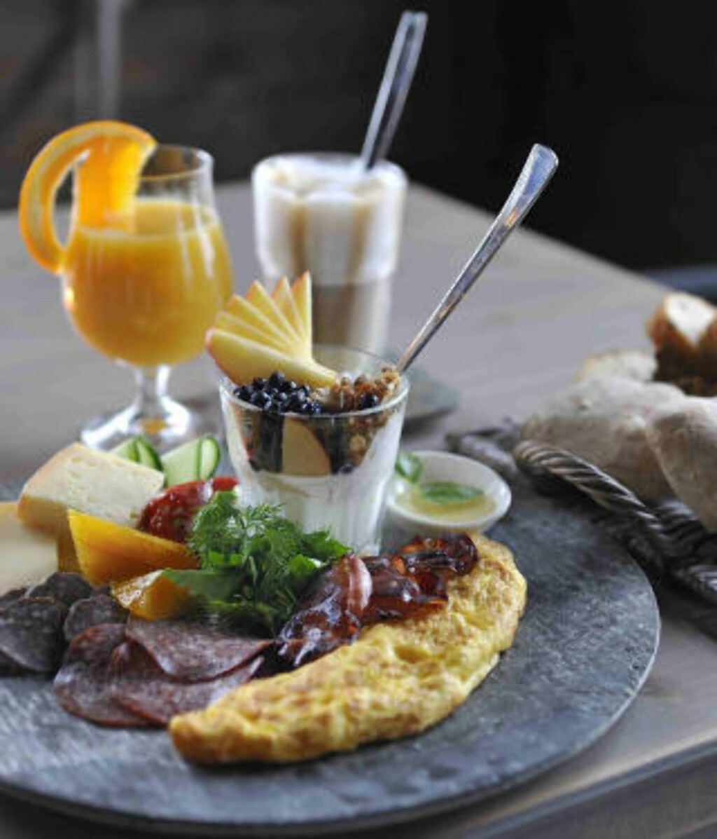 FROKOST: Velger du å overnatte, er dette dagens første måltid. Foto: NOREFJELLHYTTA